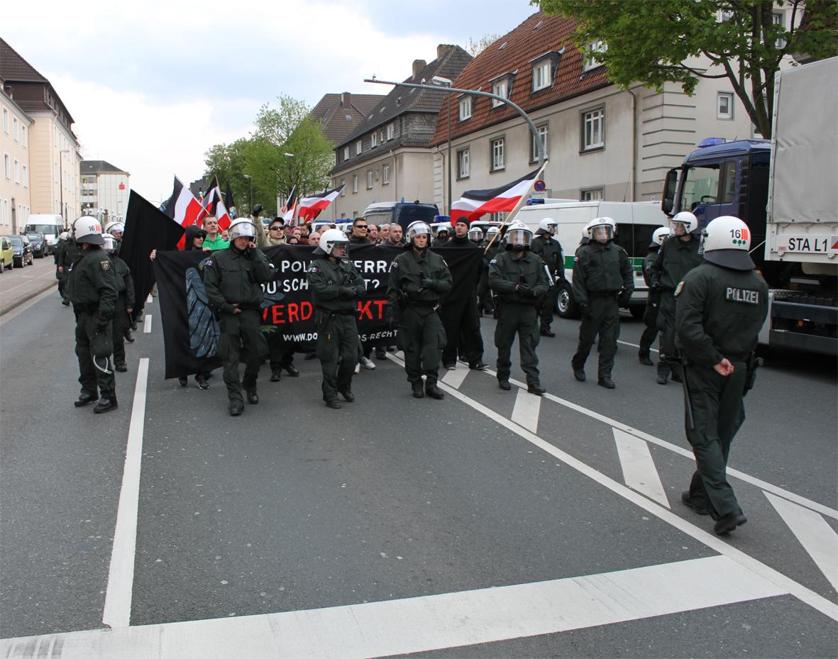 30.04.Nazis